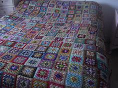 Crochet Granny Squares Easy Crochet Blanket, Crochet Granny, Crochet Fabric, Crafty Craft, Fabric Art, Bed Covers, Household Items, Projects To Try, Granny Squares