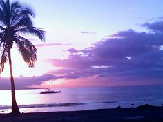"""This picture was taken with my cell phone outside Canoes Restaurant in Maui, March 2008. No editing was done on it!"" Submitted by Michele Fite on Facebook. #pinHawaii"