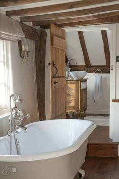 Cottage Style Bathrooms, Country Cottage Interiors, Cottage Living Rooms, Country Bathrooms, Bedroom Country, Country Cottages, House Interiors, Cottage Homes, Salons Cottage