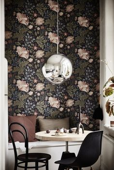 Saeting nook and fab wallpaper in the dining area of a serene small space apartment in Sweden. Ahre.