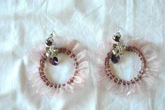 orecchini a cerchio con perline e raso