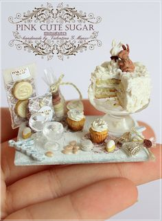 Miniature cake with bunny. Miniature Crafts, Miniature Food, Miniature Dolls, Polymer Clay Miniatures, Polymer Clay Charms, Dollhouse Miniatures, Barbie Food, Doll Food, Tiny Food