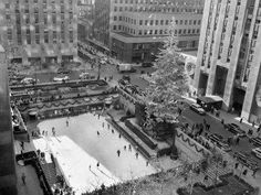 New York Pictures, New York Photos, Old Photos, New York Christmas Tree, Old Christmas, Vintage Christmas, Christmas Photos, Rockefeller Center, Chrysler Building
