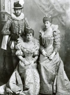 Queen Maud of Norway (seated), youngest daughter of Edward & Alexandra, Prince & Princess of Wales; granddaughter of Queen Elizabeth, husband of King Carl.