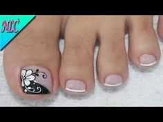 ♥DISEÑO DE UÑAS PARA PIES FLOR BLANCO Y NEGRO ¡MUY FÁCIL! - FLOWERS NAIL ART - NLC - YouTube Pretty Toe Nails, Cute Toe Nails, Toe Nail Art, Acrylic Nails, Cute Pedicure Designs, 3d Nail Designs, French Nails, Hair And Nails, My Nails