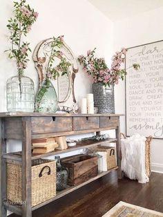 33 Stunning Rustic Farmhouse Entryway Decorating Ideas #farmhouse #homedecor #farmhousedecor