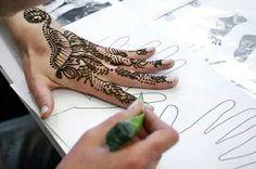 Painting with henna at Fine art studio Malování kreslení z.s.