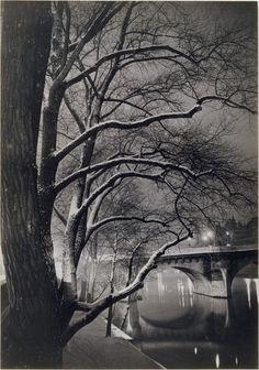 """Gyula Halász was a Hungarian photographer who captured Paris between the wars. His nom de plume, Brassai, means """"from Brasso"""", his home town. This photo: Les arbres des quais avec le Pont-Neuf / ca. Street Photography, Landscape Photography, Art Photography, Vintage Paris, French Vintage, Black And White Pictures, Black White, Pont Paris, Brassai"""
