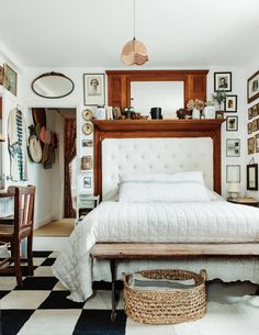 Small bedroom ideas, design and storage from the world's top interior designers. Bedroom ideas for small rooms in modern and period homes. Small Rooms, Small Spaces, Wooden Lockers, Shabby Chic Style, Cheap Home Decor, Decoration, Interior Design, London House, Bedroom Ideas