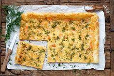 Der Food-Blog, der es dir leicht macht. Das einfache Rezept für Blätterteigpizza mit Räucherlachs mit einer Schritt-für-Schritt-Anleitung in Bildern.