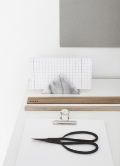 marble napkin holder used in the workspace