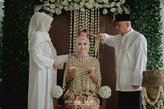 Pernikahan adat Sunda dengan Sentuhan Hijau -