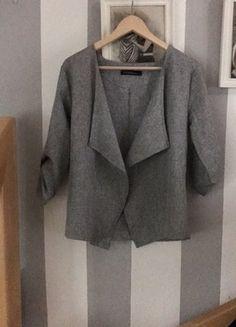 Kaufe meinen Artikel bei #Kleiderkreisel http://www.kleiderkreisel.de/damenmode/mantel-and-jacken-sonstiges/145318126-blazer-mit-wasserfallkragen-und-gerafften-armeln