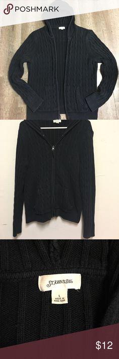 Old Navy zip up sweater. Women's XL cream Old Navy zip up hooded ...
