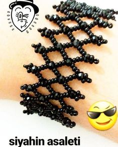 This Pin was discovered by fat Beaded Braclets, Beaded Bracelets Tutorial, Lace Bracelet, Bead Loom Bracelets, Seed Bead Necklace, Seed Bead Jewelry, Bead Jewellery, Lace Jewelry, Seed Bead Tutorials
