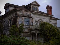 Spooky old house, Astoria, Oregon  Ahhh, the memories. Lol