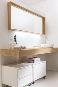 Cappellini | Soft Massello  Soluzione bagno lavabo integrato, cassettiere con ruote. Bianco, legno
