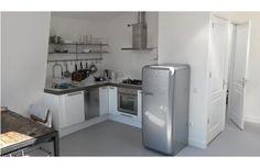 Smeg Koelkast In Industriële Keuken - wit en zilver/rvs