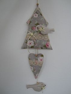 Garlands & pennant chains - birdhouses, birds in country house style- decoration -. Garlands & Pennant Chains – Birdhouses, birds in country style decoration – a unique product by Fabric Animals, Fabric Birds, Felt Fabric, Crafts To Sell, Diy And Crafts, Arts And Crafts, Sewing Crafts, Sewing Projects, Craft Projects