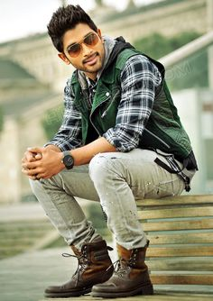 Allu Arjun's looking awesome in Iddarammayilatho Movie.   Those layers... so good.