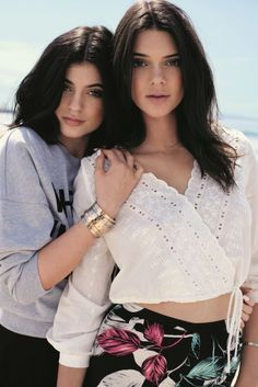 Epic Kendall & Kylie Jenner Throwback Video Wins the Internet! You Need to See This Wild Kendall and Kylie Jenner Throwback Video?You Need to See This Wild Kendall and Kylie Jenner Throwback Video? Kendall And Kylie Topshop, Kendall E Kylie Jenner, Kim Kardashian, Kardashian Kollection, Kylie Jenner Modeling, Kendall And Kylie Collection, Estilo Kylie Jenner, Jenner Family, Jenner Sisters
