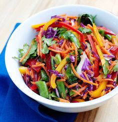 Rainbow Slaw Salad-from the Tablespoon website. Tasty alternative to mayo heavy coleslaw (fresh fruit salad recipe) Raw Food Recipes, Vegetarian Recipes, Cooking Recipes, Healthy Recipes, Clean Eating, Healthy Eating, Rainbow Food, Rainbow Salad, Rainbow Pizza