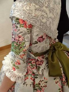 Fallera 1700s Dresses, Old Dresses, Vintage Dresses, Prom Dresses, European Dress, Cool Costumes, Historical Clothing, Vintage Sewing Patterns, Vestidos