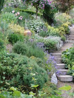 interesting tuscan garden design ideas for you inspiration 32 Hillside Garden, Sloped Garden, Terrace Garden, Garden Paths, Hill Garden, Terrace Ideas, Tuscan Garden, Garden Cottage, Small Gardens