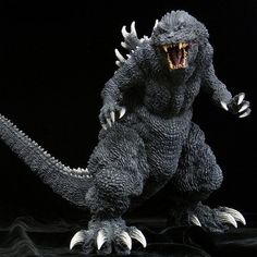 X-plus Gigantic series Godzilla 2001 GMK original white dorsal plates version All Godzilla Monsters, Godzilla Toys, Cool Monsters, Horror Monsters, Godzilla Figures, Japanese Monster Movies, Giant Monster Movies, Godzilla Wallpaper, Godzilla Suit