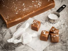 Instead of braving the busy malls this holiday season, why not spend some time in the kitchen and warm the hearts of your loved ones with a homemade gift? Our Salted Caramels are so rich and addict. Candy Recipes, Baking Recipes, Sweet Recipes, Holiday Recipes, Dessert Recipes, Holiday Ideas, Yummy Treats, Sweet Treats, Salted Caramels