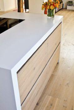Küche mit Kücheninsel - Geräumig