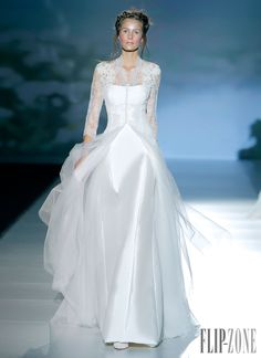 Victorio & Lucchino 2014 collection - Bridal - http://www.flip-zone.com/fashion/bridal/the-bride/victorio-lucchino-3954