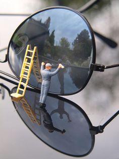 Man on glass - People Photos - Ideas of People Photos - Man on glass Miniature Photography, World Photography, Macro Photography, Creative Photography, People Photography, Macro Fotografie, Formation Photo, Miniature Calendar, Tiny World