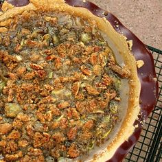 What better way to use up those not-ready-yet tomatoes in your garden, before they freeze, than in a pie? One of my best friends texted m. Green Tomato Pie, Green Tomato Recipes, Green Tomatoes, Types Of Desserts, Pie Dessert, Freeze, Gluten Free Recipes, Real Food Recipes, Sweet Tooth