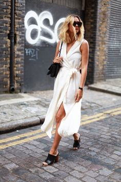 Adenorah pairs a white wrap dress, black mules, and chain link bag for the perfect spring look / fashion / street style / outfit inspiration / chic Trend Fashion, Look Fashion, Fashion Outfits, Fashion Clothes, Net Fashion, Fashion Story, Fashion 2018, Minimal Fashion Style, Minimalist Fashion