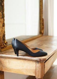 À vendre sur #vintedfrance ! http://www.vinted.fr/chaussures-femmes/escarpins-and-talons/36257698-escarpins-sezane-django-low-noirs-39