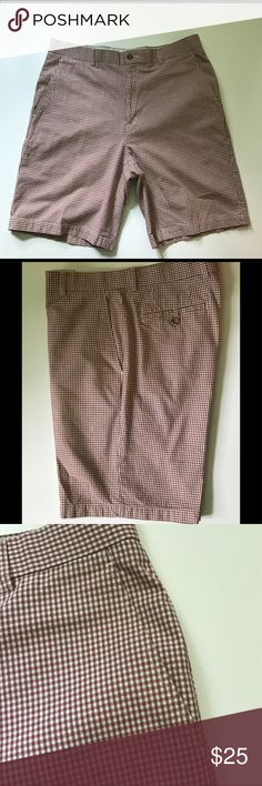 """Men's Golf Shorts Men's Bobby Jones Golf Shorts Flat Front Front Belt Loops Plaid Print Shorts in Sz 34Size:  34 Brown/Cream/Tan Plaid Flat Front Belt Loops w/ Pockets   Measurements (Laying Flat Across) Waist:  17"""" Length: 21""""  No tears, holes and/or imperfections noted Pet/Smoke Free Environment  Multiple Item Shipping Discounts Available Bobby Jones Shorts Flat Front"""