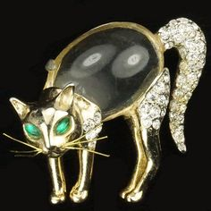 Coro 'Feline Beauty' Gold and Pave Jelly Belly Scared Cat with Whiskers Pin 1949-1950
