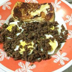 Bom diaaaa! Por aqui gente atrasadaaaa! Corriiii. Ovos cozidos com moida e queijinho grelhado. Beijo e tchau. Que nosso sabado seja abençoado . #lowcarb #paleo #lchf #comidadeverdade #escolhasuacomida #eatclean #menoscarboidratos #30tododia #frangocombatatadoce #desafiomagraem60dias #emagrecerdevez #canalsaudetotal #foodbook #instafood #alimentacaosaudavel #vidalowcarb #comequeseca #comidalimpa #dietadamente #barrigadetrigo #dietadascavernas #cavegirls by mari_lowcarb