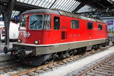 Re 4/4 II ex-Swss-Express à Zürich HB Swiss Railways, Electric Train, Locs, Switzerland, Diesel, World, Europe, Train Stations, Technology