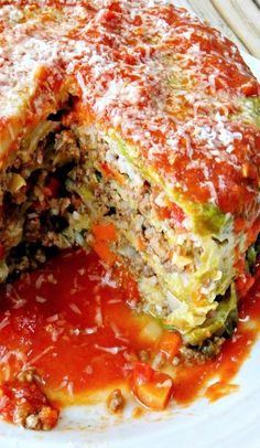Stuffed Cabbage Cake (gonna try tweaking - use Mom's cabbage rolls ingredients.and it looks like it should fit in an Instant Pot! Easy Cabbage Recipes, Vegetable Recipes, Beef Recipes, Cooking Recipes, Healthy Recipes, Stuffed Cabbage Recipes, Stuffed Cabbage Casserole, Cabbage Ideas, Recipies