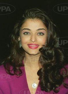 Aishwarya Rai Bachchan - Photo Gallery: Click image to close this window World Most Beautiful Woman, Beautiful Gorgeous, Gorgeous Women, Beautiful People, Actress Aishwarya Rai, Aishwarya Rai Bachchan, Fresh Makeup Look, Makeup Looks, Beautiful Bollywood Actress
