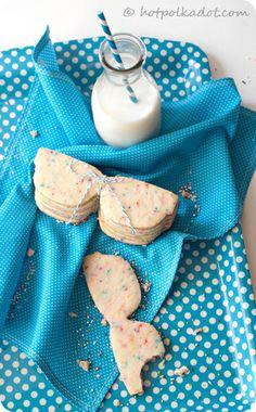 Smart cookies!  Almond Funfetti Sugar Cookies via @Lindsey {Hot Polka Dot}