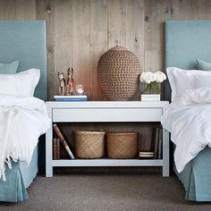 The simplicity in this room is perfect. So Zen. {Via Slettvoll} Linen Bedroom, Home Bedroom, Bedroom Furniture, Bedroom Decor, Bedrooms, Duck Egg Bedroom, Large Bedside Tables, White Bedding, Scandinavian Interior