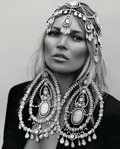 #katemoss earrings are a little too much but the head piece is beautiful Parker Black, Boho Fashion, Fashion Art, Style Fashion, Dior Earrings, David Lachapelle, Ladies Boutique, Terry Richardson, Black And White Portraits