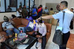 Jakarta, Aktual.com — Petugas kantor imigrasi kelas I khusus Jakarta Selatan menangkap delapan warga Korea Selatan, yang kedapatan menjadi kuli bangunan di kawasan Melawai pada Kamis (18/6).