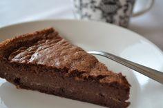 Ei makeaa mahan täydeltä...: Karpin suklaakakku eli mutakakku