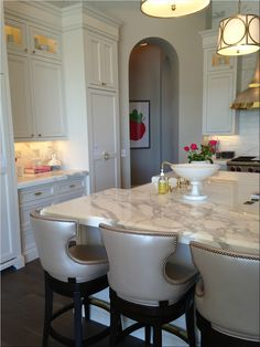 White marble, white cabinets, brass accents   = loooooove