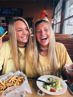 Funny Pictures Friends Bff Sisters 39 New Ideas Bff Pics, Funny Friend Pictures, Bff Pictures, Travel Pictures, Cute Friend Photos, Friend Pics, Beach Friends, Cute Friends, Summer With Friends