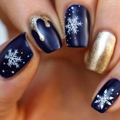 Incredible 33 Winter Nail Art Designs – The Best Nail Designs – Nail Polish Colors & Trends Christmas Nail Art Designs, Holiday Nail Art, Winter Nail Designs, Winter Nail Art, Cute Nail Designs, Winter Nails, Xmas Nail Art, Christmas Design, Nail Ideas For Winter